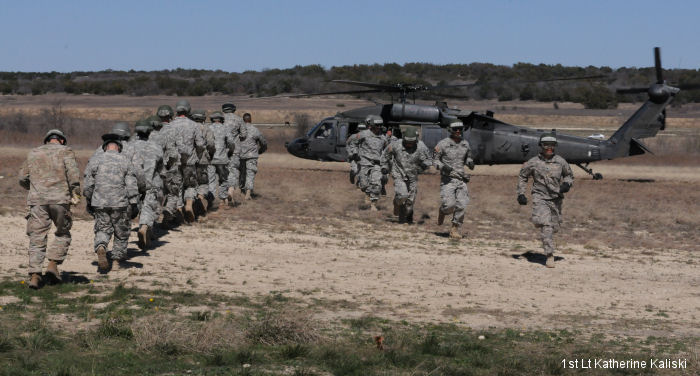 Airmen from 302nd Squadron, Royal Netherlands Air Force graduated from the US Army Fort Hood Army Air Assault School in Texas.