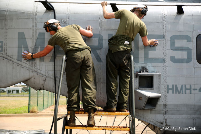 Marines work to send aircraft to Australia
