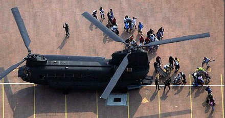 US Army CH-47 Chinook evacuating people from the New Orleans Convention Center