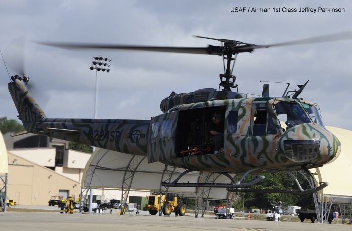 uh 1d helicopter with 33625 on 35th Anniversary Of The Fall Of Saigon 5 moreover 71689 Bell Uh 1d Huey Bundeswehr in addition Kit dml 3538 moreover 678 in addition Index.