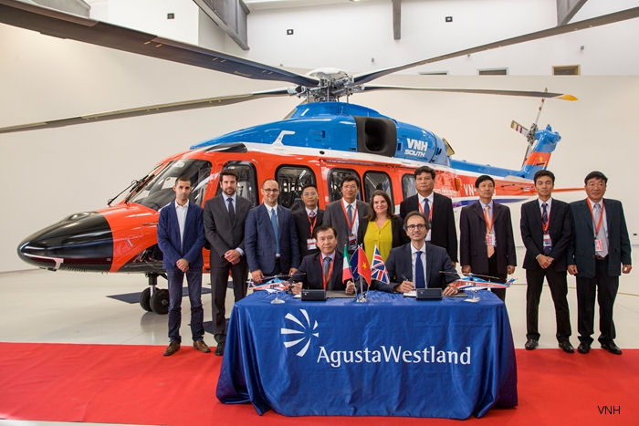 Southern Vietnam Helicopter Company (VNH South) accepted the first of three AW189 helicopters at the AgustaWestand plant in Italy to begin offshore operations by January 2016