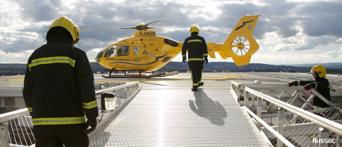 The first helicopter test landing has taken place on the new south Glasgow hospital's helipad by a Scottish Ambulance Service EC135 air ambulance
