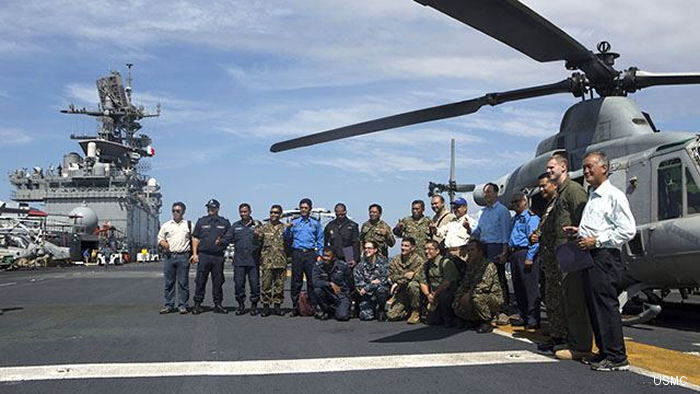 Marine V-22 Osprey Shown to Malaysian Armed Forces