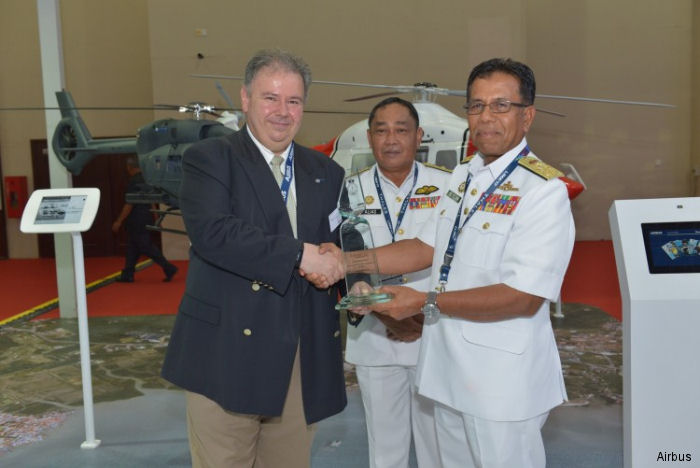 Airbus Helicopters and the Royal Malaysian Navy held a ceremony during LIMA 2017 to celebrate the excellent fleet availability record of the AS555SN Fennec fleet