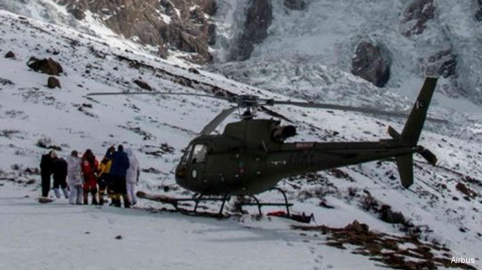 Pakistan's Army Aviation AS350B3 / H125M rescued a distressed climber on the Nanga Parbat peak in the Himalayan mountain range